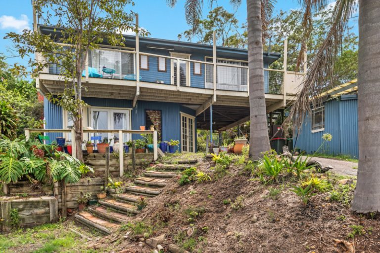 9 Fern St Arcadia Vale NSW 2283 - Outside View